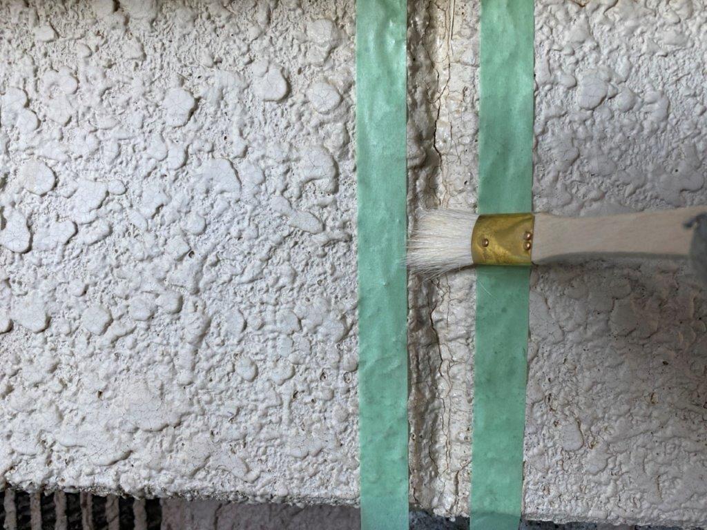 外壁目地へプライマー塗布